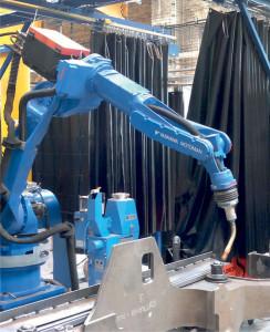 Čistička JetStream použitá na robotizovaném pracovišti pro svařování podvozkových součástí tramvají.